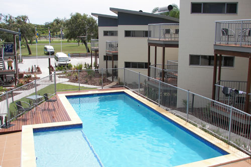 Emu's Beach Resort - Surfers Paradise Gold Coast