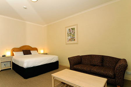 Quality Hotel Tiffins on the Park - Surfers Paradise Gold Coast