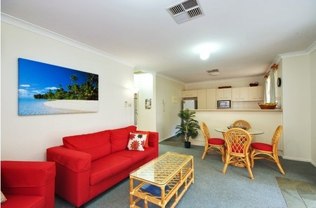 Beaches Serviced Apartments - Surfers Paradise Gold Coast