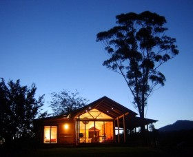 Promised Land Cottages - Surfers Paradise Gold Coast