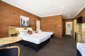 Archer Hotel Nowra - Surfers Paradise Gold Coast