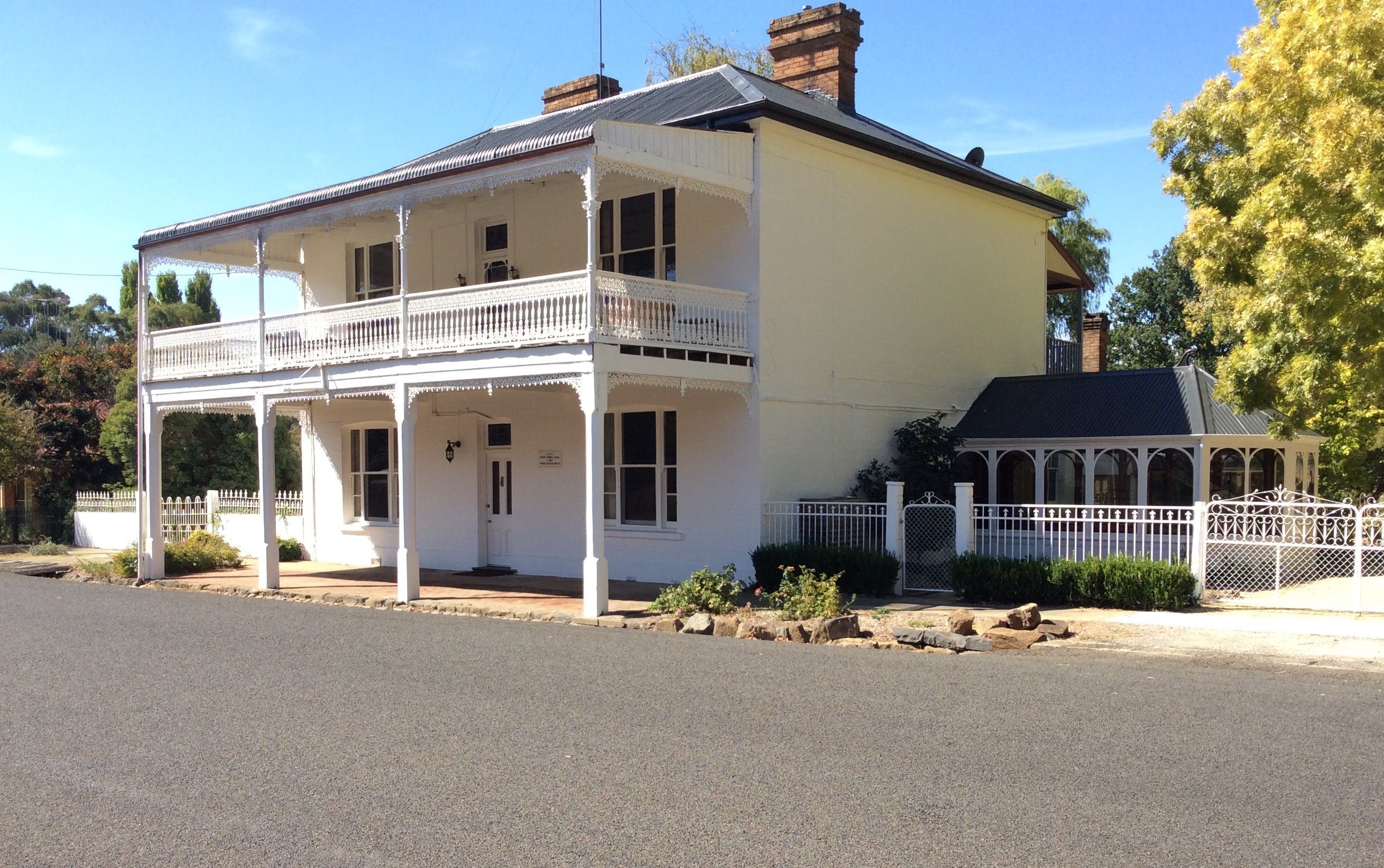 The White House Carcoar - Surfers Paradise Gold Coast