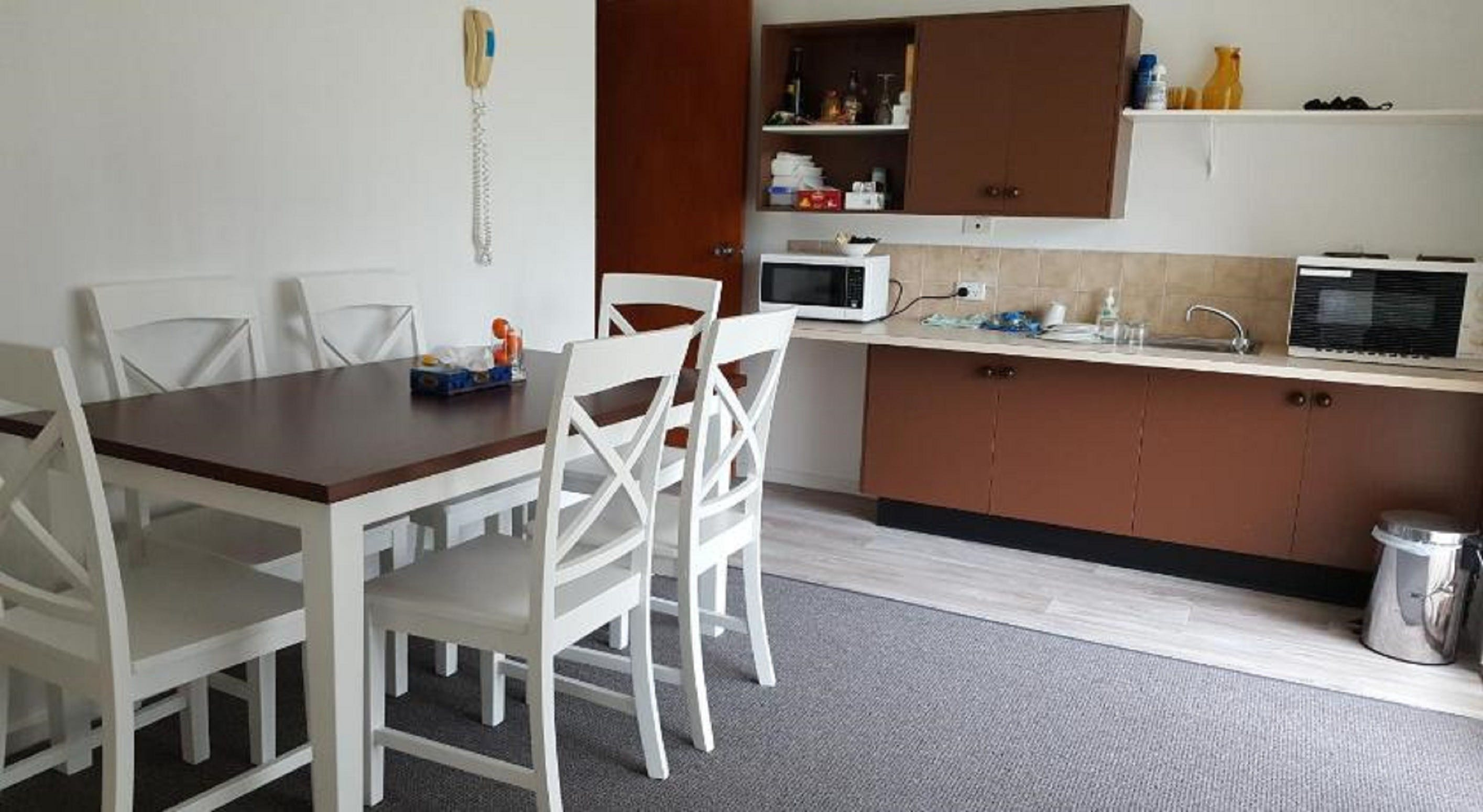 Tabourie Lake Motor Inn - Surfers Paradise Gold Coast