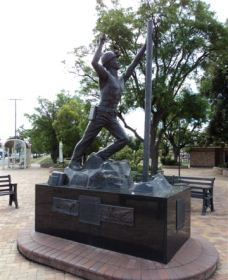 Miners Memorial Statue - Surfers Paradise Gold Coast