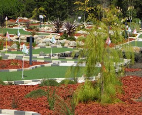 18 Hole Mini Golf - Club Husky - Surfers Paradise Gold Coast
