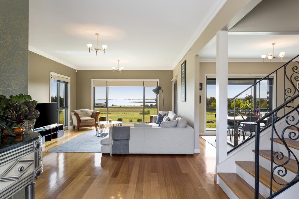 LUXURY WATERFRONT FAMILY HOME-TASMANIA I-L'Abode - Surfers Paradise Gold Coast