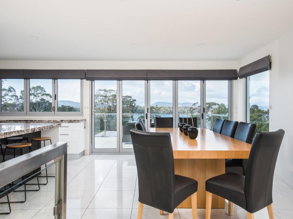 Paradise Point - Tamar Valley 14 Persons Residence with pool - Surfers Paradise Gold Coast